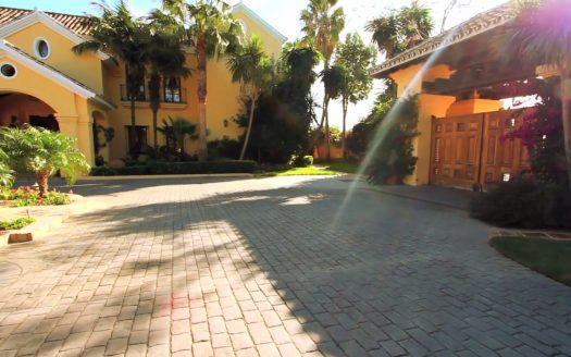 Stunning Luxury, casas espectaculares filmadas con drones de última generación. ¡Vende, Compra y Alquila Tu Propiedad con REPLUS®!
