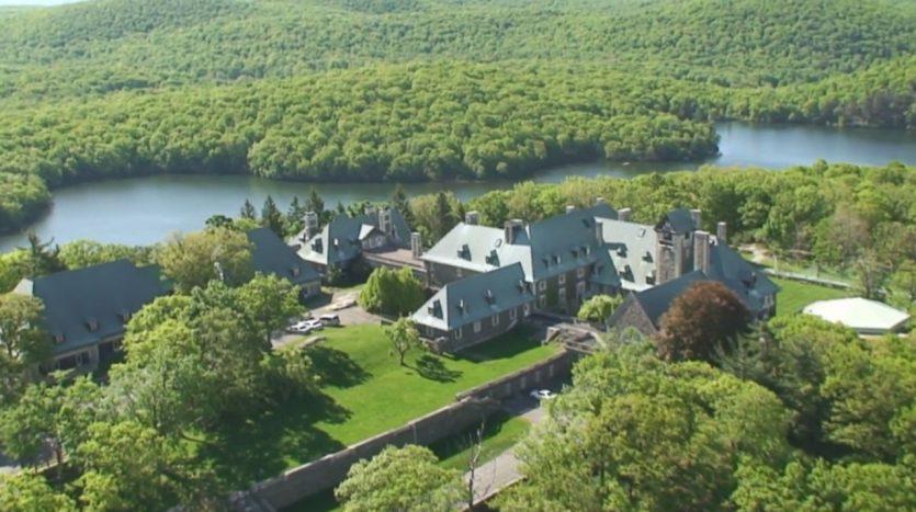 The Arden House, casas espectaculares filmadas con drones de última generación. ¡Vende, Compra y Alquila Tu Propiedad con REPLUS®!