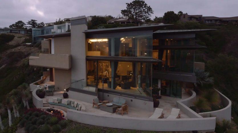 Villa de Mar y Montaña, casas espectaculares filmadas con drones de última generación. ¡Vende, Compra y Alquila Tu Propiedad con REPLUS®!